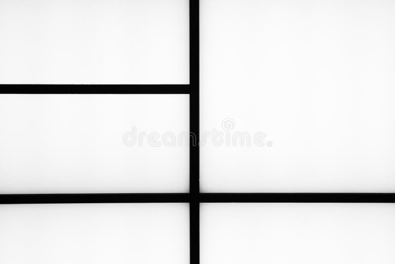 Bande nere geometriche astratte su un fondo bianco luminoso, m. immagini stock libere da diritti
