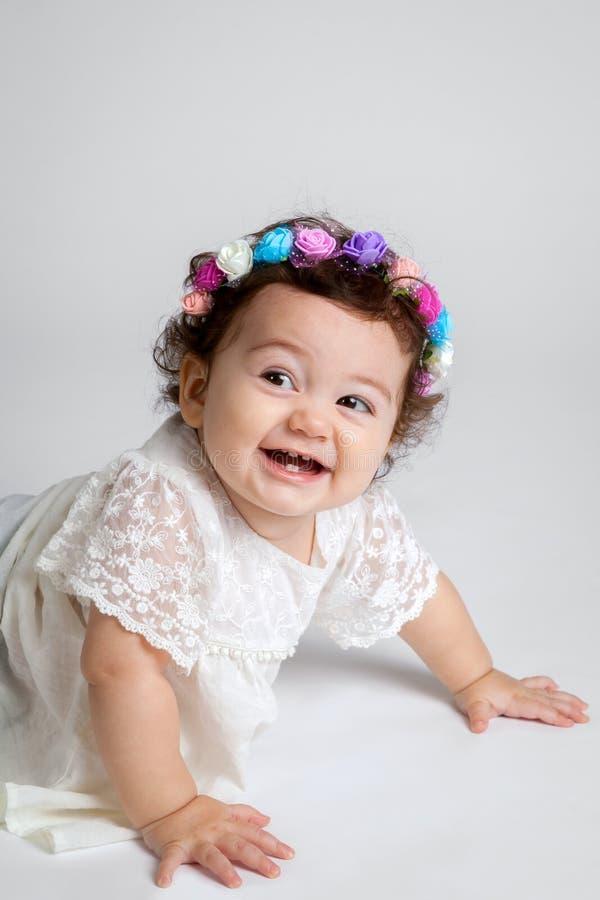 Bandeau floral sourire heureux de bébé de grand photos libres de droits