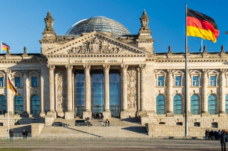 Bandeira alemão com Reichstag fotos de stock