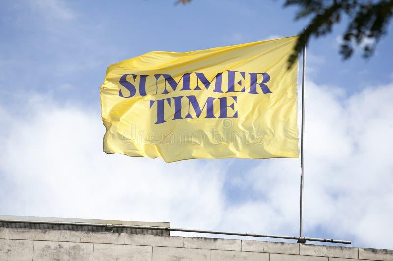 Bandeira amarela com a inscrição foto de stock royalty free