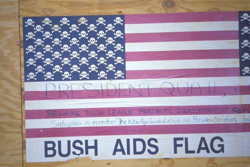 A bandeira americana da anti Presidente Bush no SIDA protesta, Los Angeles, Califórnia fotos de stock