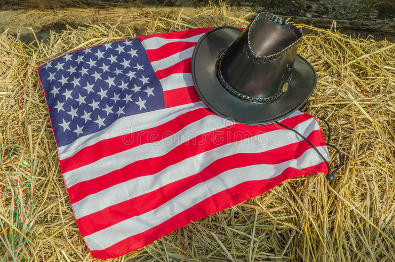 Bandeira americana e chapéus de vaqueiro imagens de stock royalty free