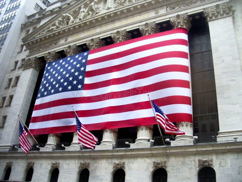 Bandeira americana em NYSE foto de stock royalty free