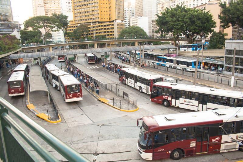 Download Bandeira-Autobusstation redaktionelles foto. Bild von szene - 47100431