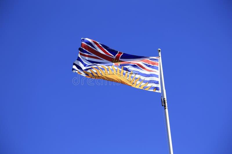Bandeira bonita do Columbia Britânica sobre o céu azul do verão foto de stock royalty free