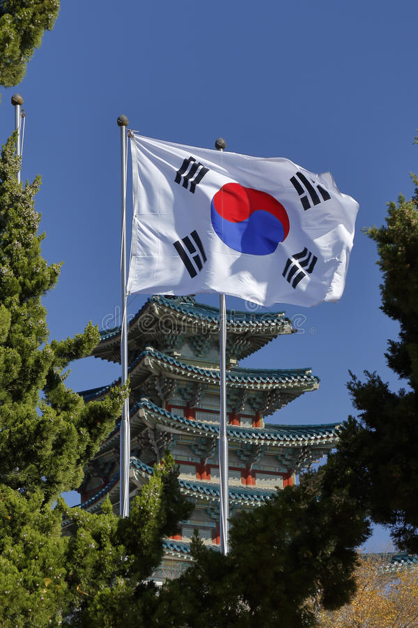 Bandeira coreana sul no palácio de Gyeongbokgung, Grand Place Seoul, Coreia do Sul, Ásia - tiro novembro de 2013 fotos de stock