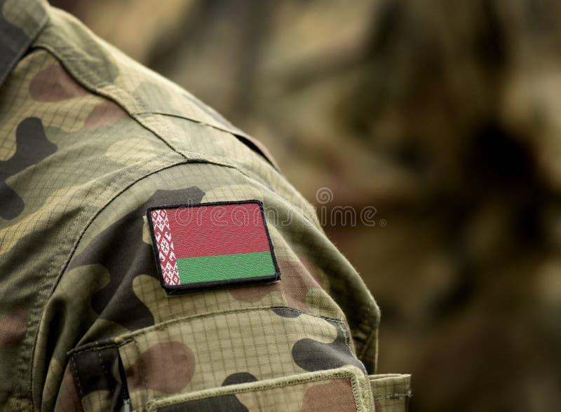 Bandeira da Bielorrússia sobre uniforme militar Exército, tropas, soldados Colagem fotos de stock royalty free