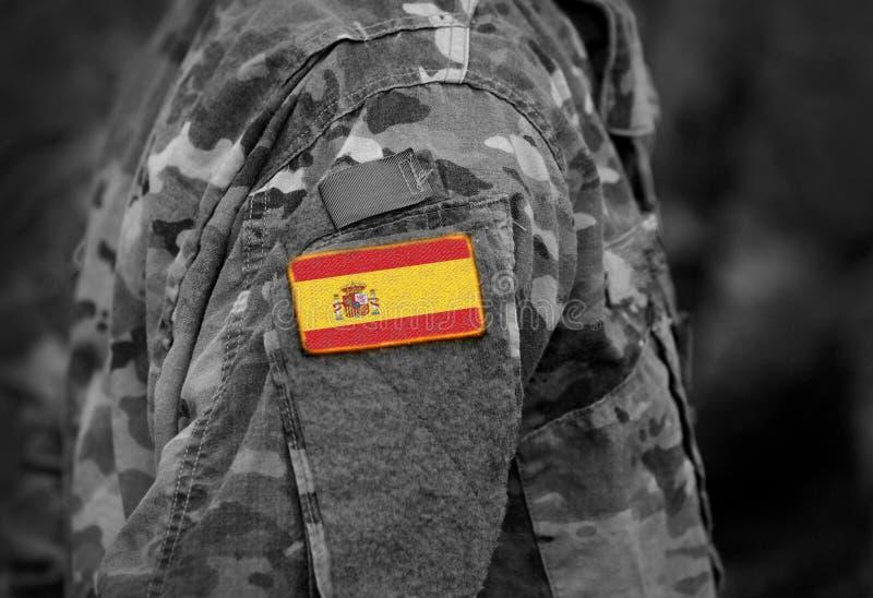 A bandeira da Espanha em soldados arma a colagem imagem de stock