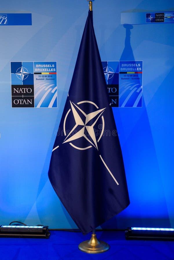 Bandeira da OTAN, após a conferência de imprensa fotos de stock royalty free