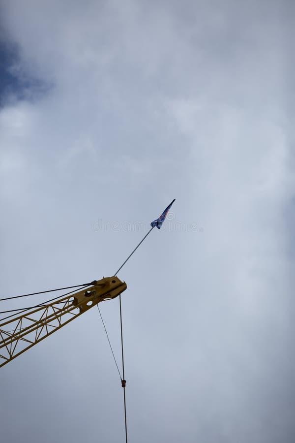Bandeira da universidade da tecnologia de Louisiana no guindaste de construção imagem de stock royalty free