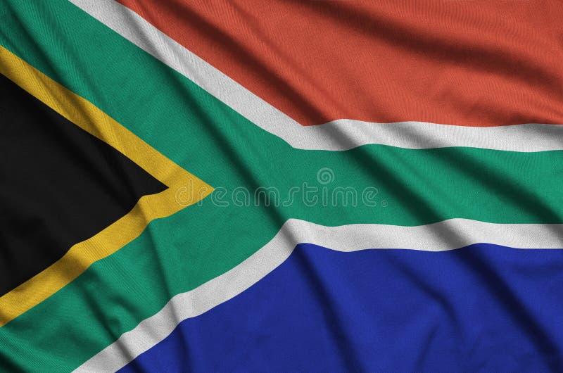 A bandeira de África do Sul é descrita em uma tela de pano dos esportes com muitas dobras Bandeira da equipe de esporte fotos de stock royalty free