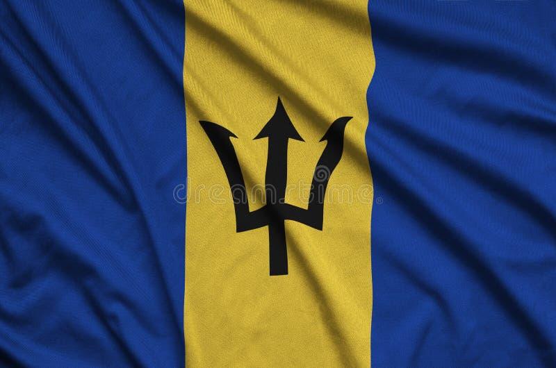 A bandeira de Barbados é descrita em uma tela de pano dos esportes com muitas dobras Bandeira da equipe de esporte fotografia de stock royalty free