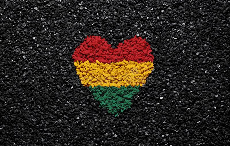 Bandeira de Bolívia, bandeira boliviana, coração no fundo preto, pedras, cascalho e telha, papel de parede foto de stock royalty free