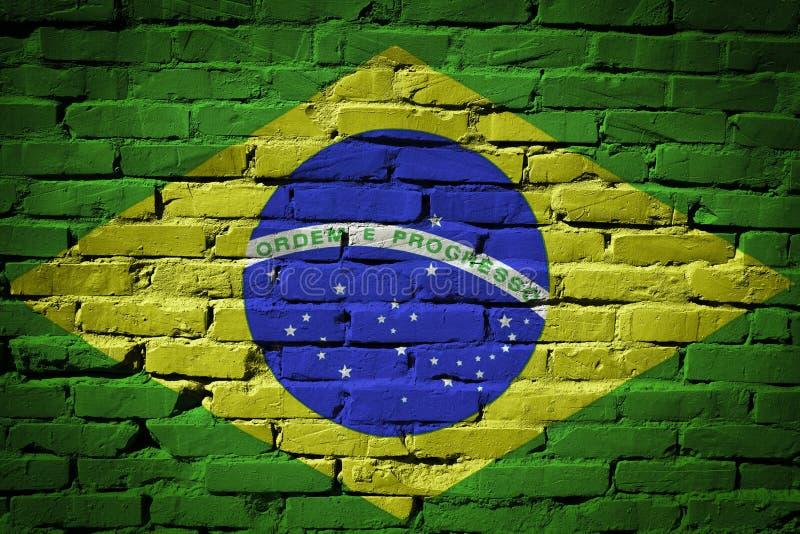 Bandeira de Brasil pintada na parede de tijolo imagem de stock