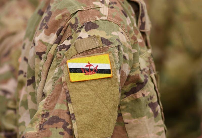 A bandeira de Brunei Darussalam em soldados arma a colagem imagem de stock royalty free