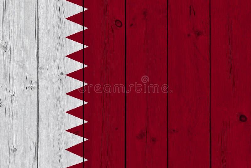 Bandeira de Catar pintada na prancha de madeira velha fotografia de stock