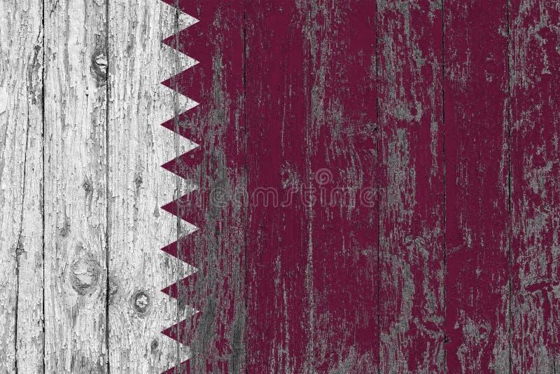 A bandeira de Catar pintou para fora em fundo de madeira gasto da textura foto de stock