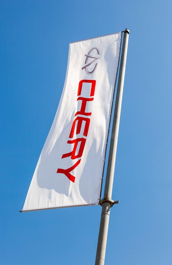 A bandeira de Chery sobre o céu azul fotos de stock