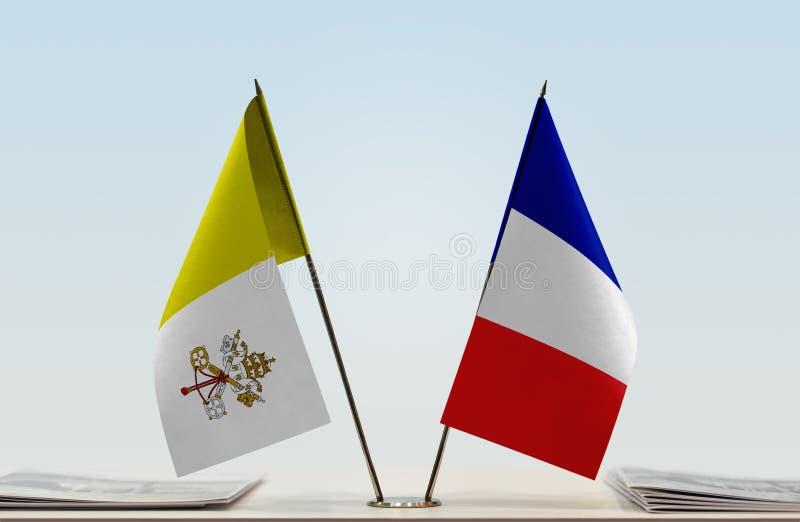 Bandeira de Cidade Estado do Vaticano e de França fotografia de stock royalty free
