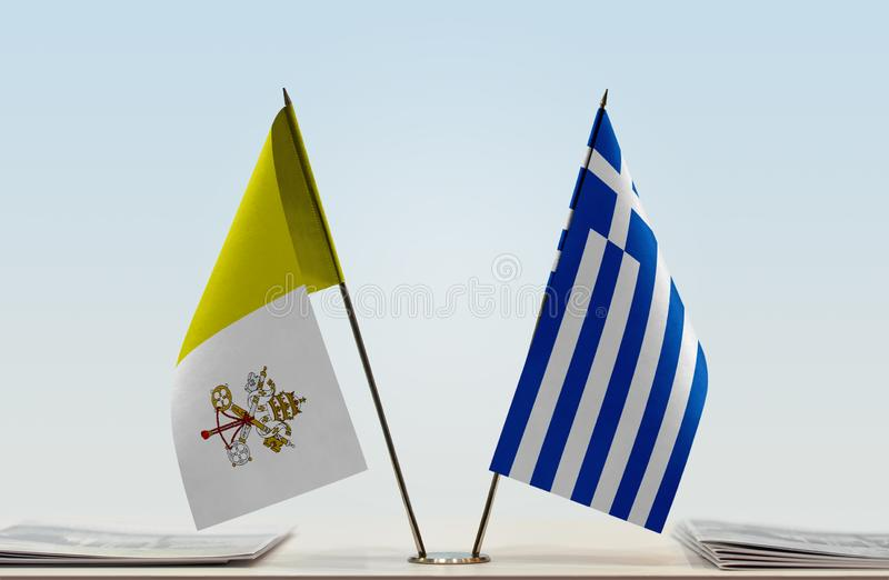 Bandeira de Cidade Estado do Vaticano e de Grécia imagens de stock royalty free