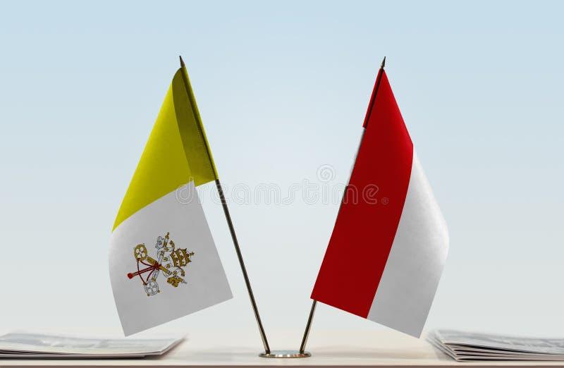 Bandeira de Cidade Estado do Vaticano e de Mônaco fotografia de stock