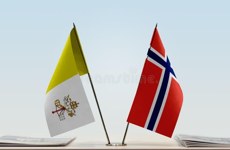 Bandeira de Cidade Estado do Vaticano e de Noruega imagens de stock