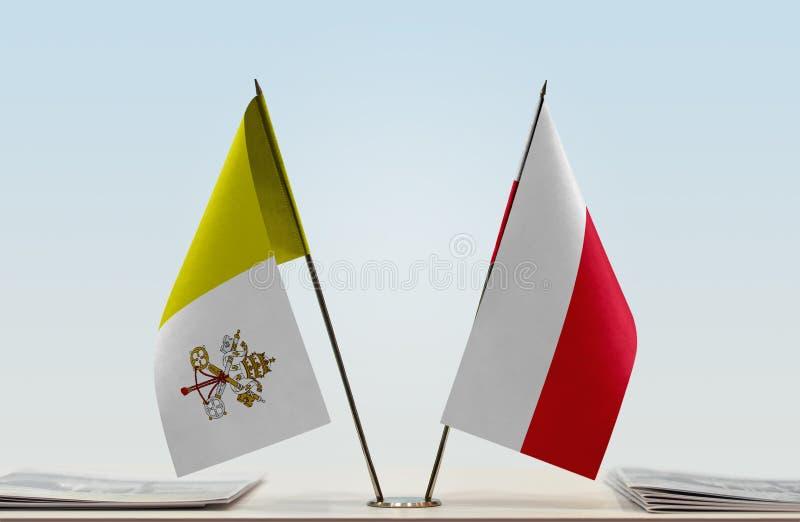 Bandeira de Cidade Estado do Vaticano e do Polônia fotos de stock royalty free