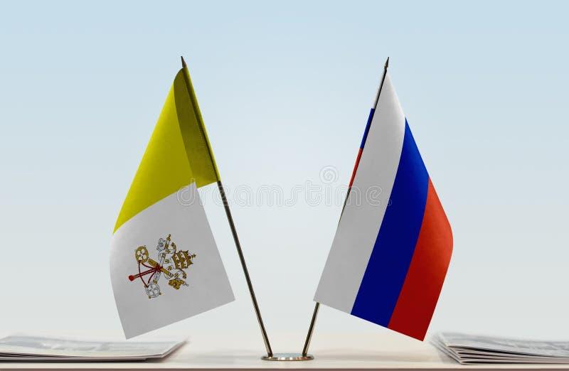 Bandeira de Cidade Estado do Vaticano e de Rússia foto de stock