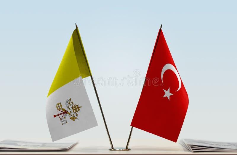 Bandeira de Cidade Estado do Vaticano e de Turquia fotografia de stock royalty free