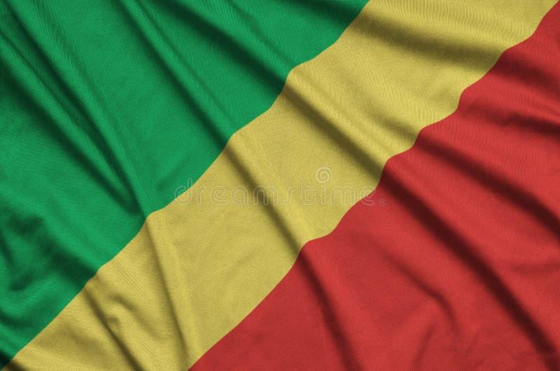 A bandeira de Congo é descrita em uma tela de pano dos esportes com muitas dobras Bandeira da equipe de esporte imagens de stock royalty free
