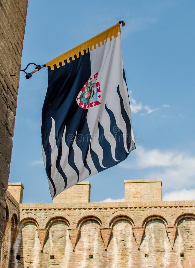 A bandeira de Contrade do lobo Siena, Palio foto de stock