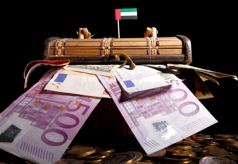 Bandeira de Emiratos Árabes Unidos sobre a caixa imagens de stock royalty free