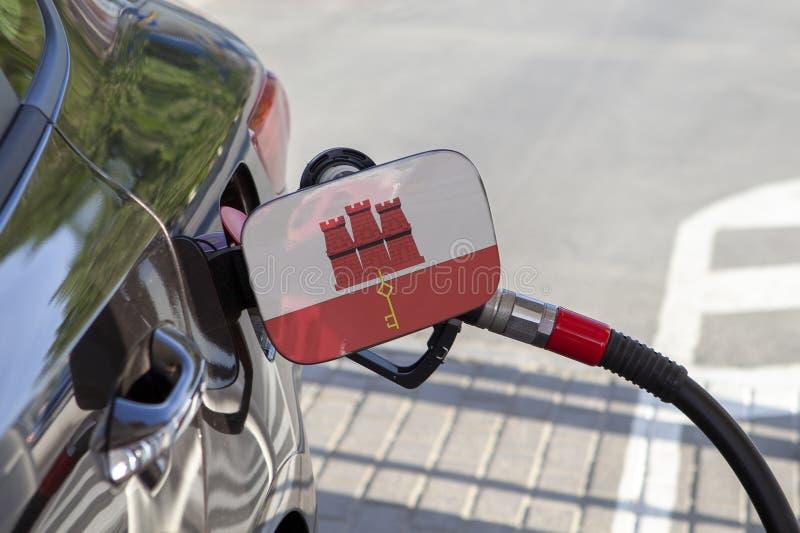 Bandeira de Gibraltar na aleta do enchimento do combustível do ` s do carro imagem de stock royalty free