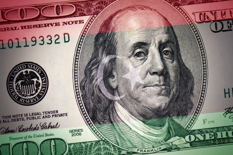 Bandeira de Líbia em um fundo americano do dinheiro do dólar fotos de stock