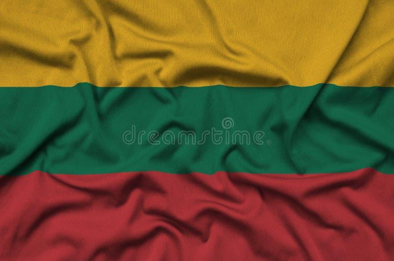 A bandeira de Lituânia é descrita em uma tela de pano dos esportes com muitas dobras Bandeira da equipe de esporte fotografia de stock royalty free