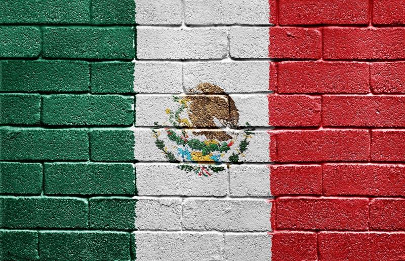 Bandeira de México na parede de tijolo imagem de stock