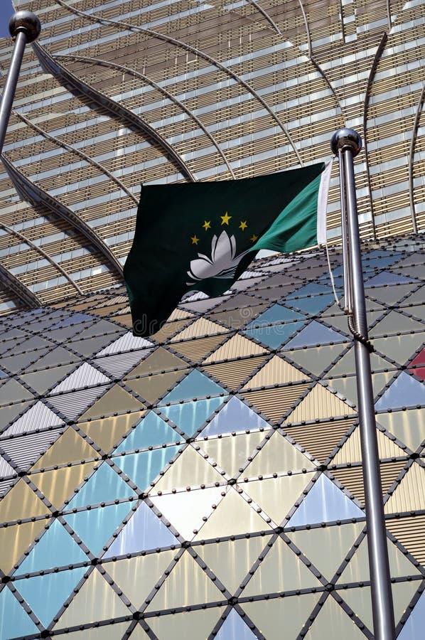 Bandeira de Macao na frente dos casinos novos fotografia de stock royalty free