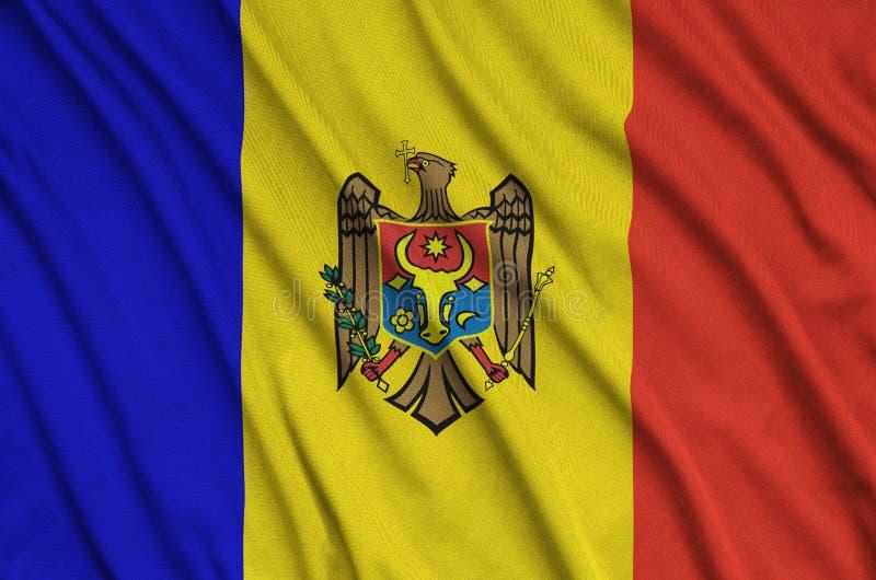 A bandeira de Moldova é descrita em uma tela de pano dos esportes com muitas dobras Bandeira da equipe de esporte fotos de stock royalty free