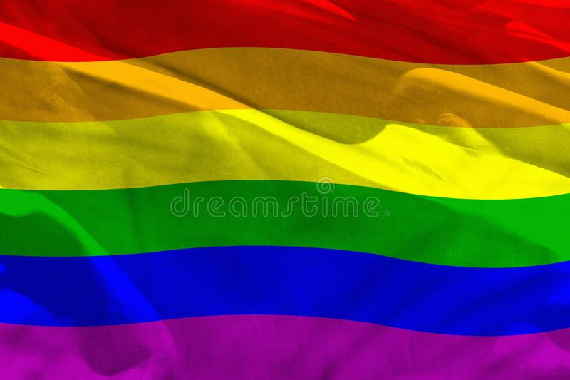 A bandeira de ondulação de Gay Pride para usar-se como a textura ou o fundo, a bandeira está vibrando no vento foto de stock