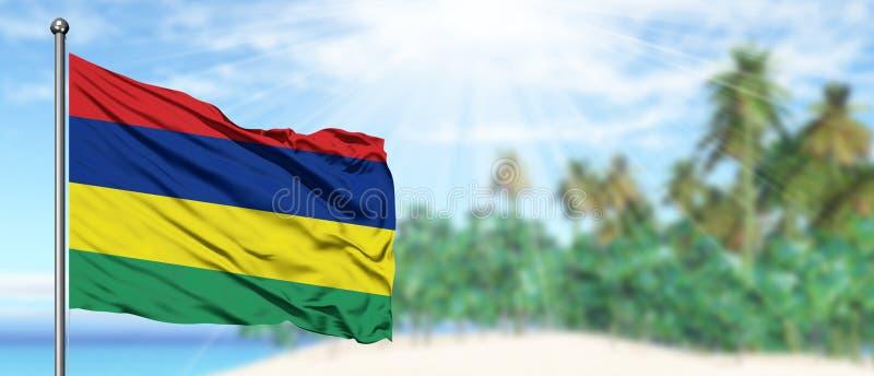 Bandeira de ondulação de Maurícias no céu azul ensolarado com fundo da praia do verão Tema das f?rias, conceito do feriado imagens de stock