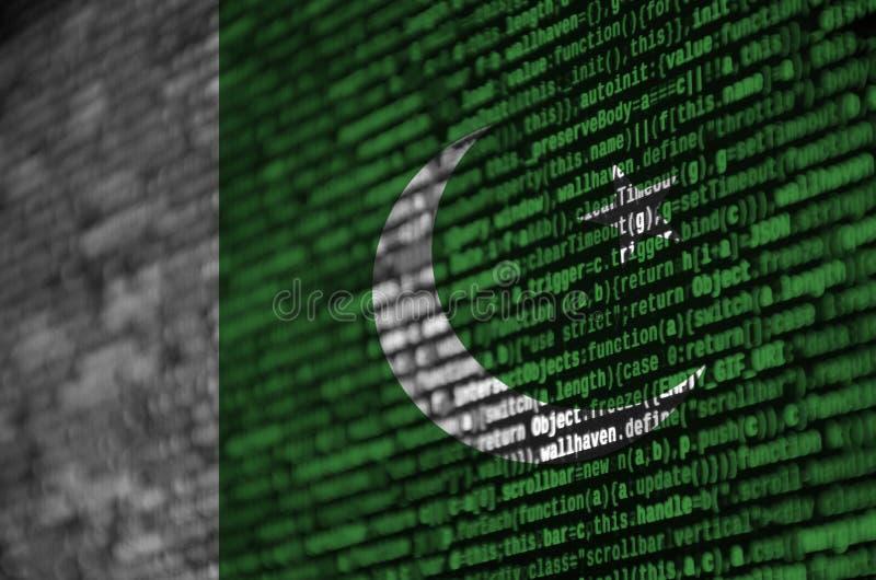 A bandeira de Paquistão é descrita na tela com o código do programa O conceito do desenvolvimento moderno da tecnologia e de loca ilustração royalty free