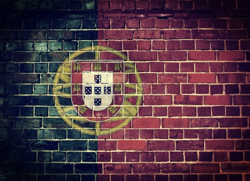 Bandeira de Portugal do Grunge em uma parede de tijolo fotografia de stock