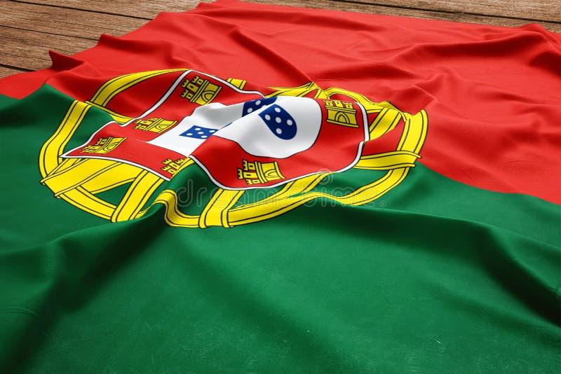 Bandeira de Portugal em um fundo de madeira da mesa Opini?o superior da bandeira portuguesa de seda imagem de stock royalty free