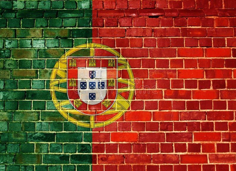 Bandeira de Portugal em uma parede de tijolo imagem de stock