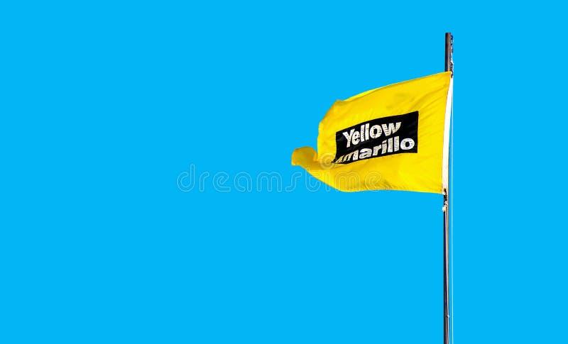 Bandeira de praia amarela do cuidado fotografia de stock royalty free