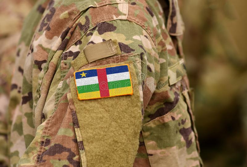 A bandeira de República Centro-Africana em soldados arma-se Colagem das tropas de República Centro-Africana fotografia de stock