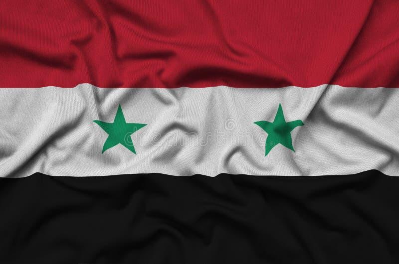 A bandeira de Síria é descrita em uma tela de pano dos esportes com muitas dobras Bandeira da equipe de esporte imagem de stock royalty free