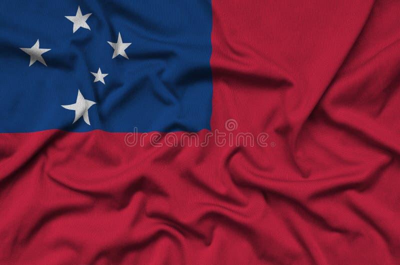 A bandeira de Samoa é descrita em uma tela de pano dos esportes com muitas dobras Bandeira da equipe de esporte imagem de stock royalty free