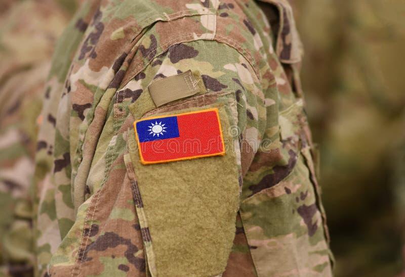 A bandeira de Taiwan em soldados arma-se collage fotografia de stock royalty free