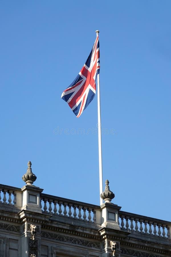 A bandeira de união do voo de Reino Unido em um dia ensolarado dentro imagem de stock